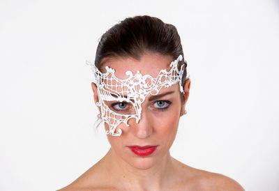 Augen-Halbmaske aus zarter weißer Spitze
