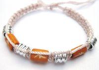 Armband aus Nylon mit Bone und Metallperlen, beige