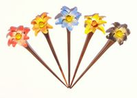 1 x Haarnadel aus Holz mit bunter Blume, Haarschmuck