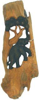 Holz-Elefant CLIMBING geschnitzt mit Baum im Naturholzrahmen, Hochformat