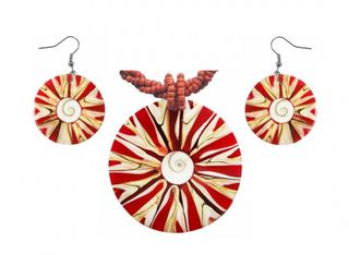 Set aus Hals-Kette und Ohrringen mit Muscheln