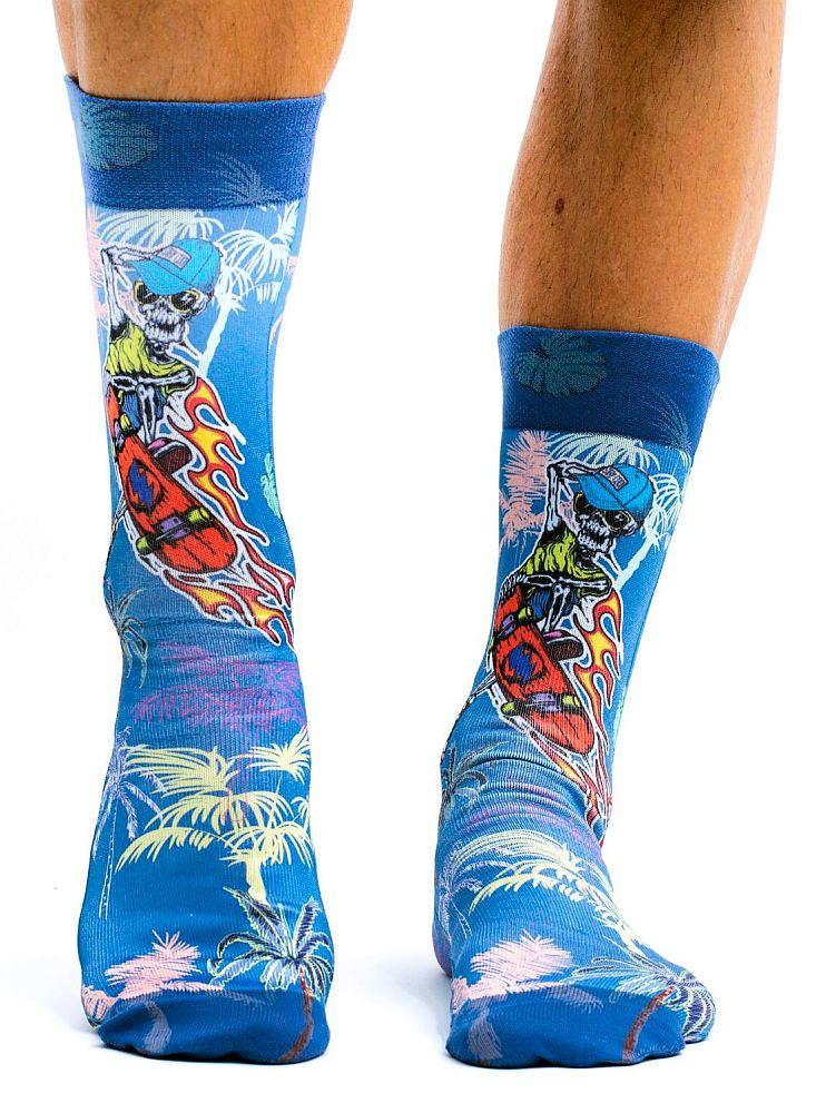 wigglesteps Socken - The Skull Dude, Totenkopf, Schädel, Skateboard, Palmen - jeansblau / bunt, One Size 41 - 46