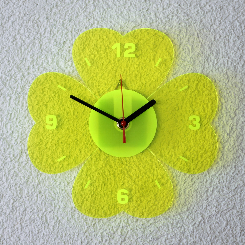 Acrylglas Quarz Wanduhr 21cm Kleeblatt neon transparent fluoreszierend - Farbauswahl - Eyecatcher