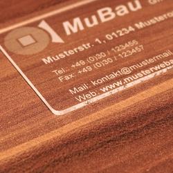 Premium Plexiglas® Visitenkarten im Kreditkartenformat mit ihrem Text und Logo – Bild 5
