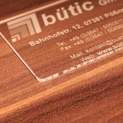 Premium Plexiglas® Visitenkarten im Kreditkartenformat mit ihrem Text und Logo – Bild 11