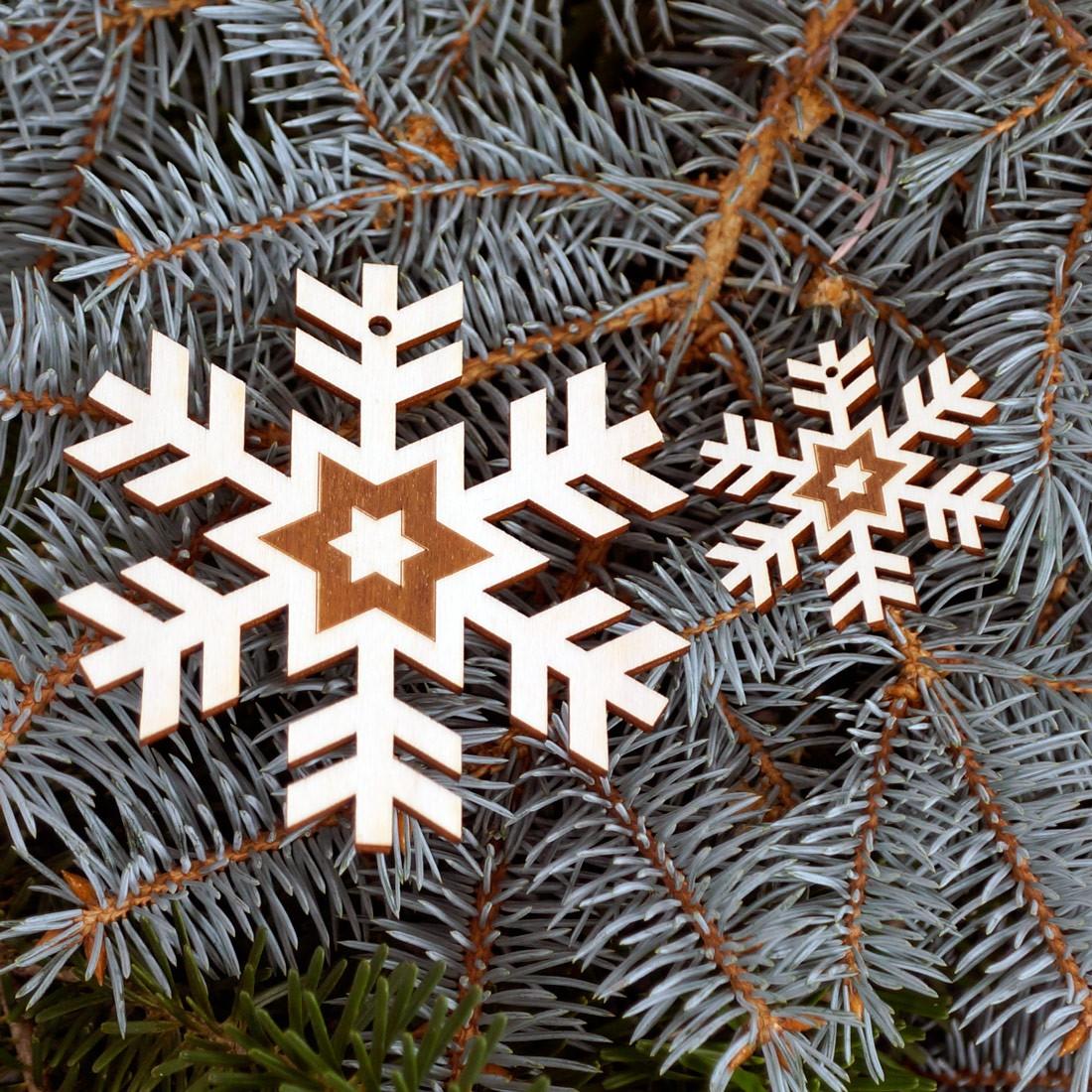 baumschmuck 2er sets schneeflocken baumbehang deko aus holz f r weihnachten. Black Bedroom Furniture Sets. Home Design Ideas