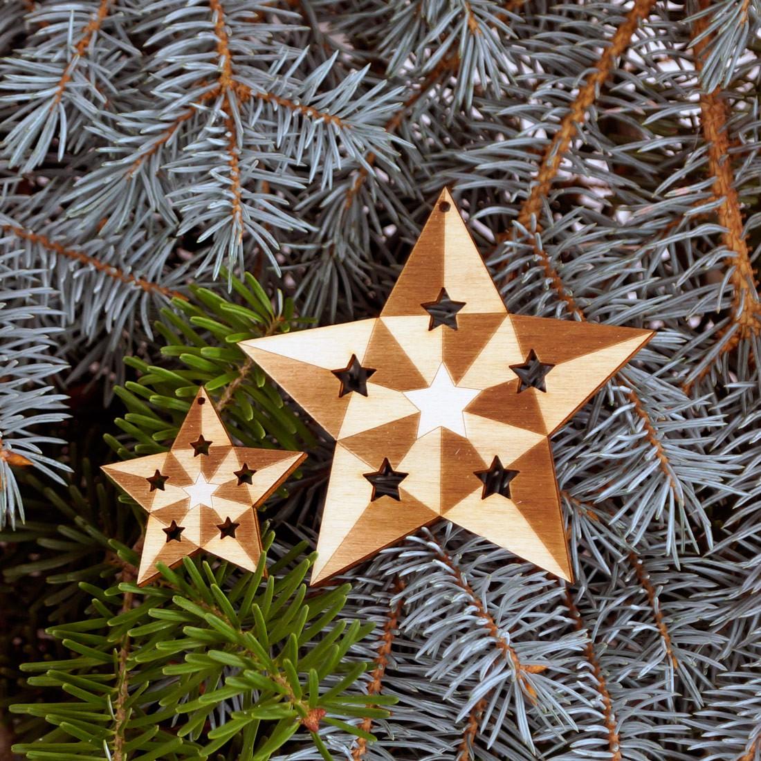 Baumschmuck 2er Sets 5 armige Sterne graviert Baumbehang - Deko aus Holz für Weihnachten
