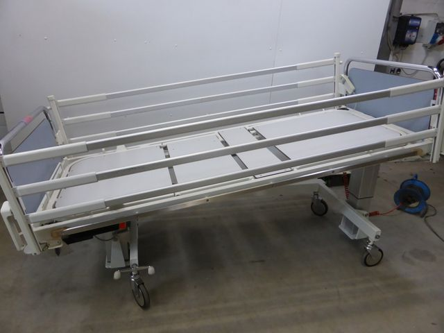 Arnold Hill Room  A4-62-E 47 Intensiv Pflegebett Krankenbett Patientenbett Bett – Bild 15