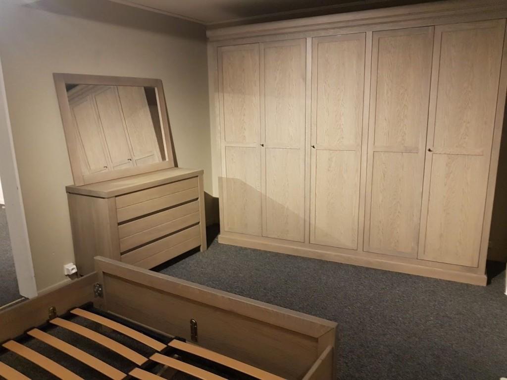 Neu Schlafzimmer massiv Bett Schrank Kommode Spiegel orig Juvo Collection  5940 €