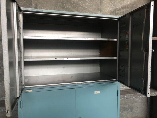 2x Metallschrank mit Untergestell Werkzeugschrank Materialschrank 106x50x180mm  – Bild 4