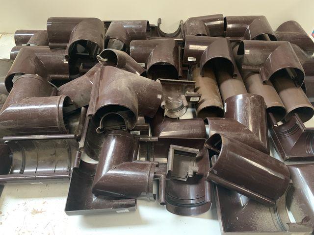 Konvolut Kunststoff Rohre Verbinder Bögen über 100 Teile – Bild 1