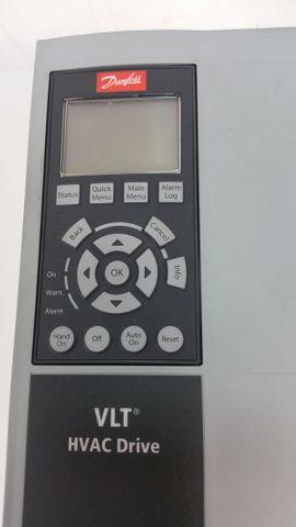 Danfoss VLT HVAC FC-102P3K0T4Z55H1XGXXXXSXXXXAXBXCXXXXDX Frequenzumrichter 3kW  – Bild 2