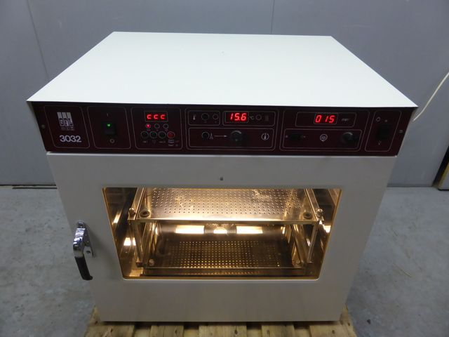 GFL 3032 Schüttelinkubator Wärmeschrank Trockenschrank Brutschrank +70 °C  – Bild 1