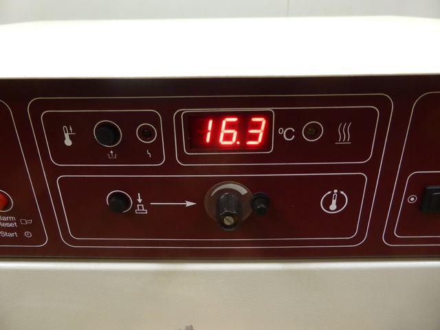 GFL 3032 Schüttelinkubator Wärmeschrank Trockenschrank Brutschrank +70 °C  – Bild 7