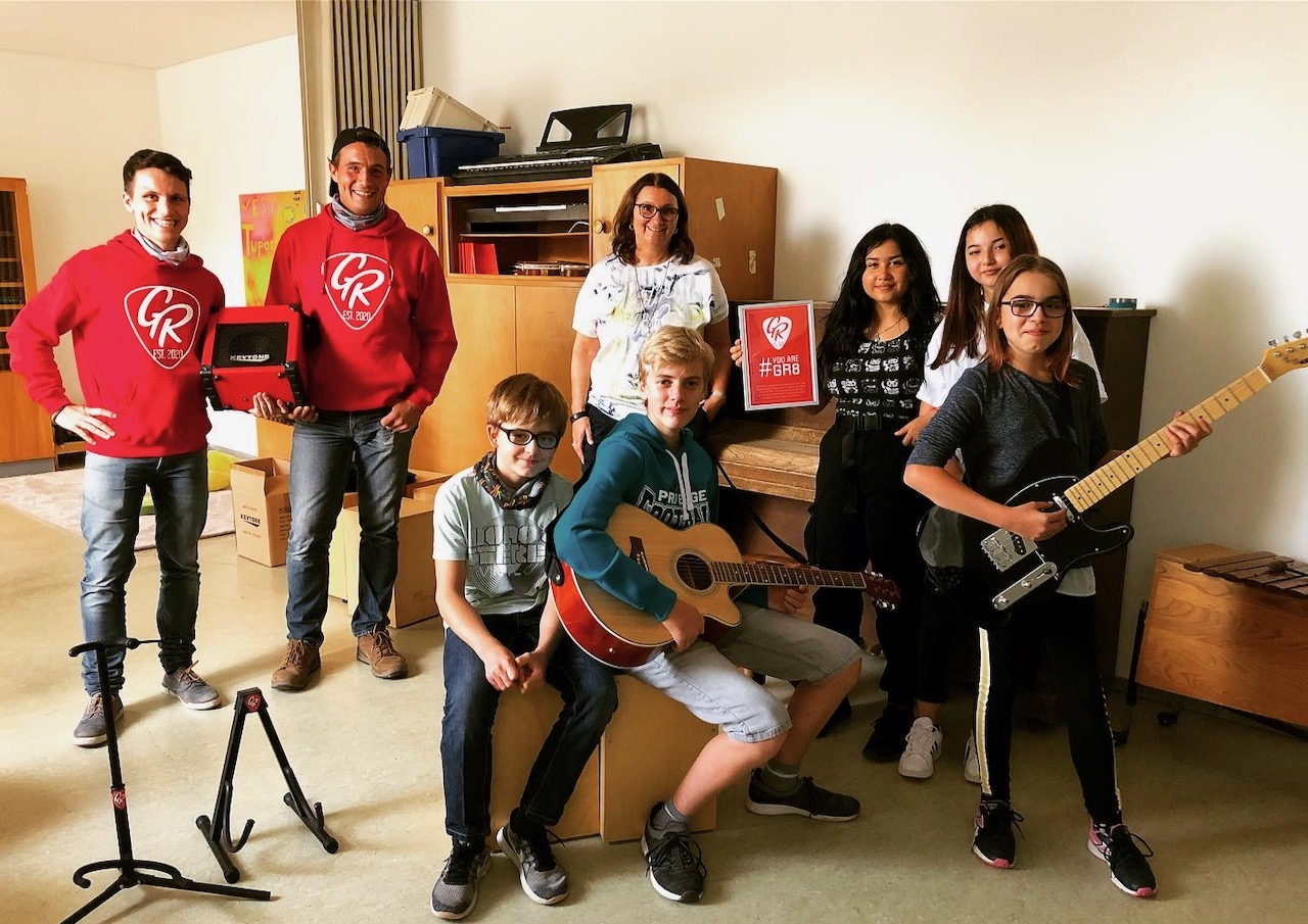 Übergabe PÄZ Parsberg Gitarren Spende youareGR8