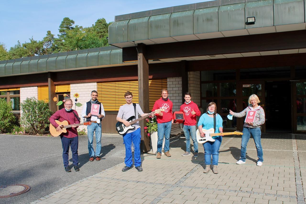 Übergabe Lebenshilfe Jura Werkstätten Neumarkt GR Guitars youareGR8
