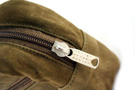 Bilson Kulturtasche, Wildleder, moosgrün mit Seitentasche – Bild 2