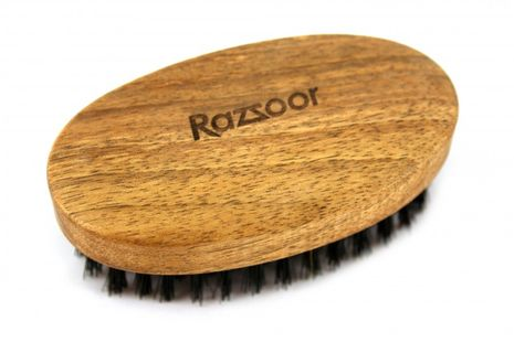 RAZZOOR Medium oval beard brush with boar bristles Walnut  - 9cm long 5cm wide – Bild 3