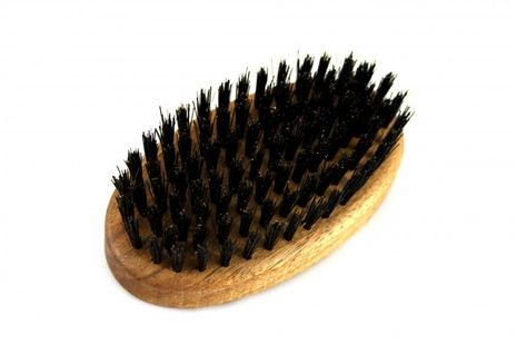 RAZZOOR Medium oval beard brush with boar bristles Walnut  - 9cm long 5cm wide – Bild 5