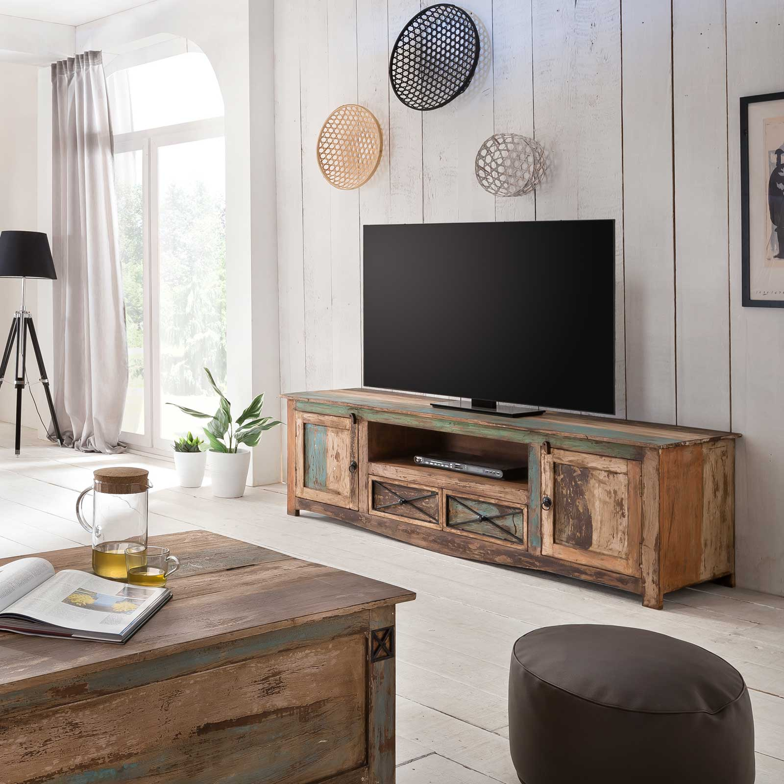 tv lowboard largo 180cm breit aus massivholz im vintage look. Black Bedroom Furniture Sets. Home Design Ideas