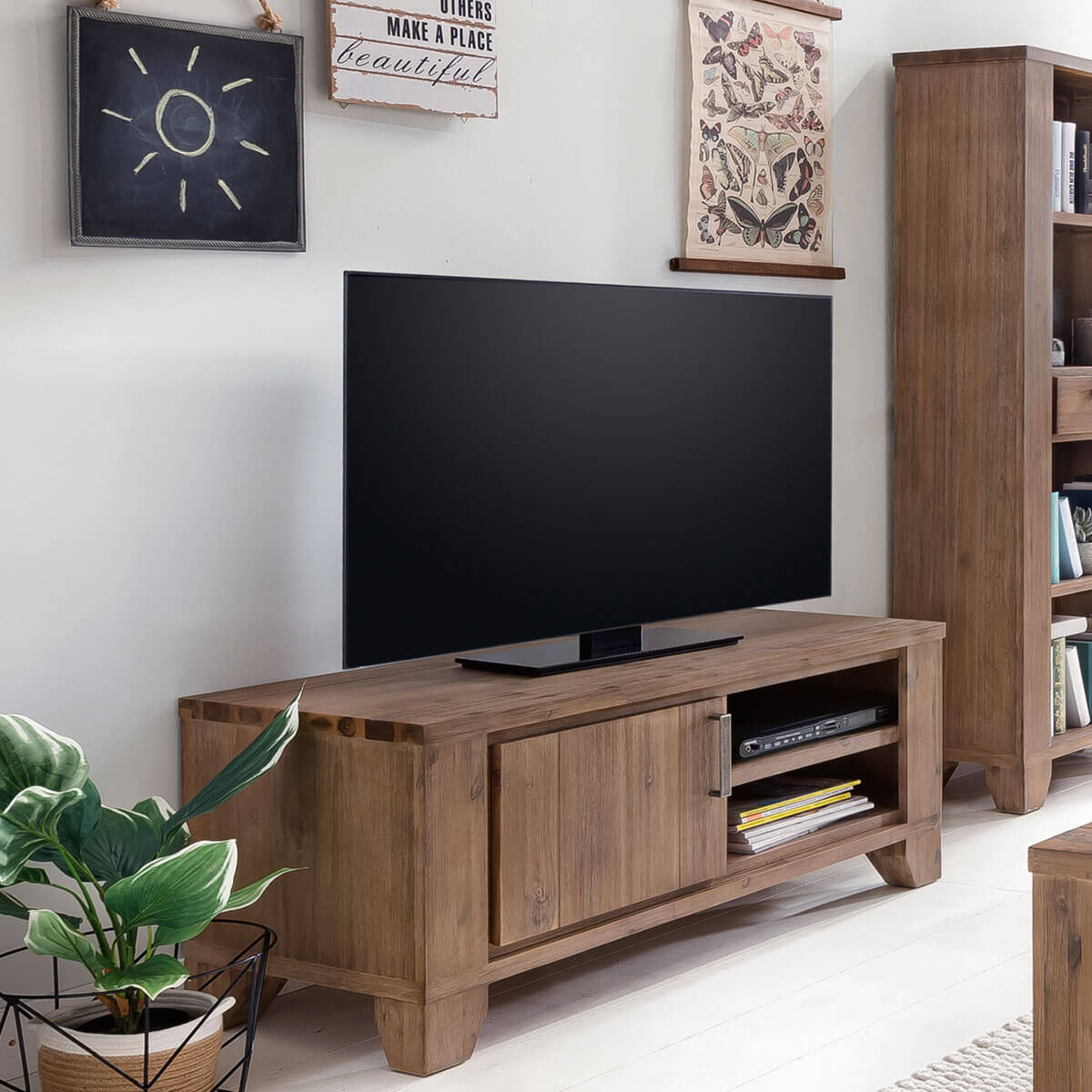 tv lowboard avora 110 cm breit in braun akazie massiv. Black Bedroom Furniture Sets. Home Design Ideas