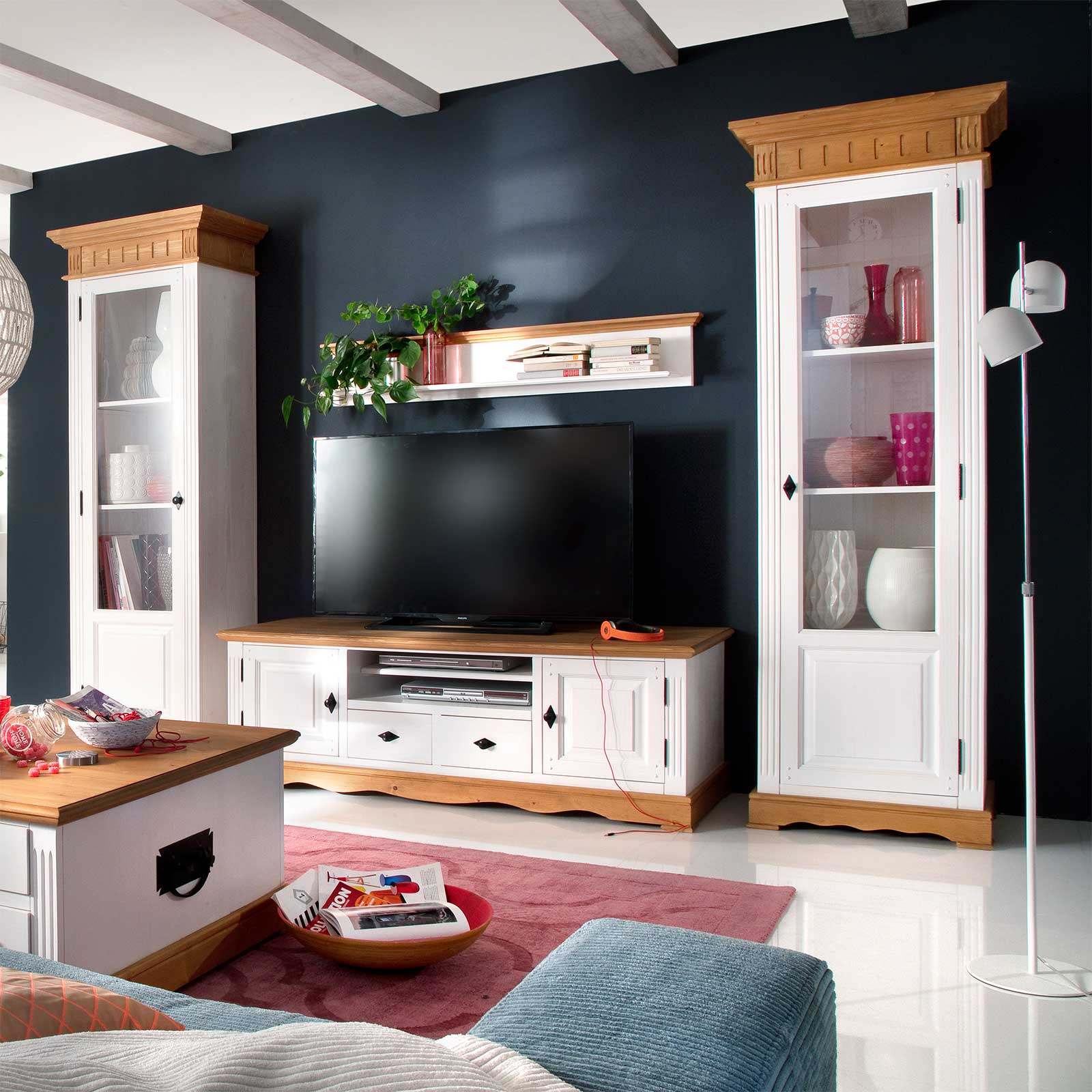 vitrine alby wei natur massiv landhausstil mit rechtsanschlag. Black Bedroom Furniture Sets. Home Design Ideas