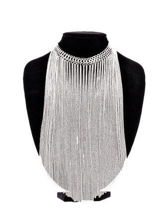 silberfarbene Halskette mit langen Ketten