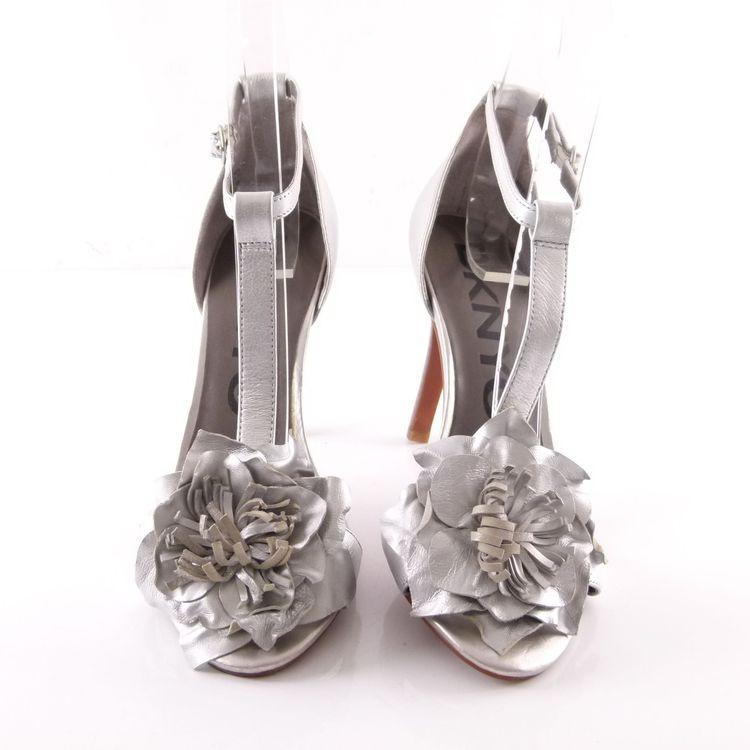 DKNYC High Heel Sandaletten Schuhe 39 / 8,5 Silber Leder Blumen Applikation (HH) – Bild 3