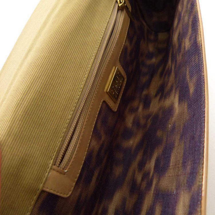 Stuart Weitzman Lackleder Clutch Tasche in Beige (HH) – Bild 4