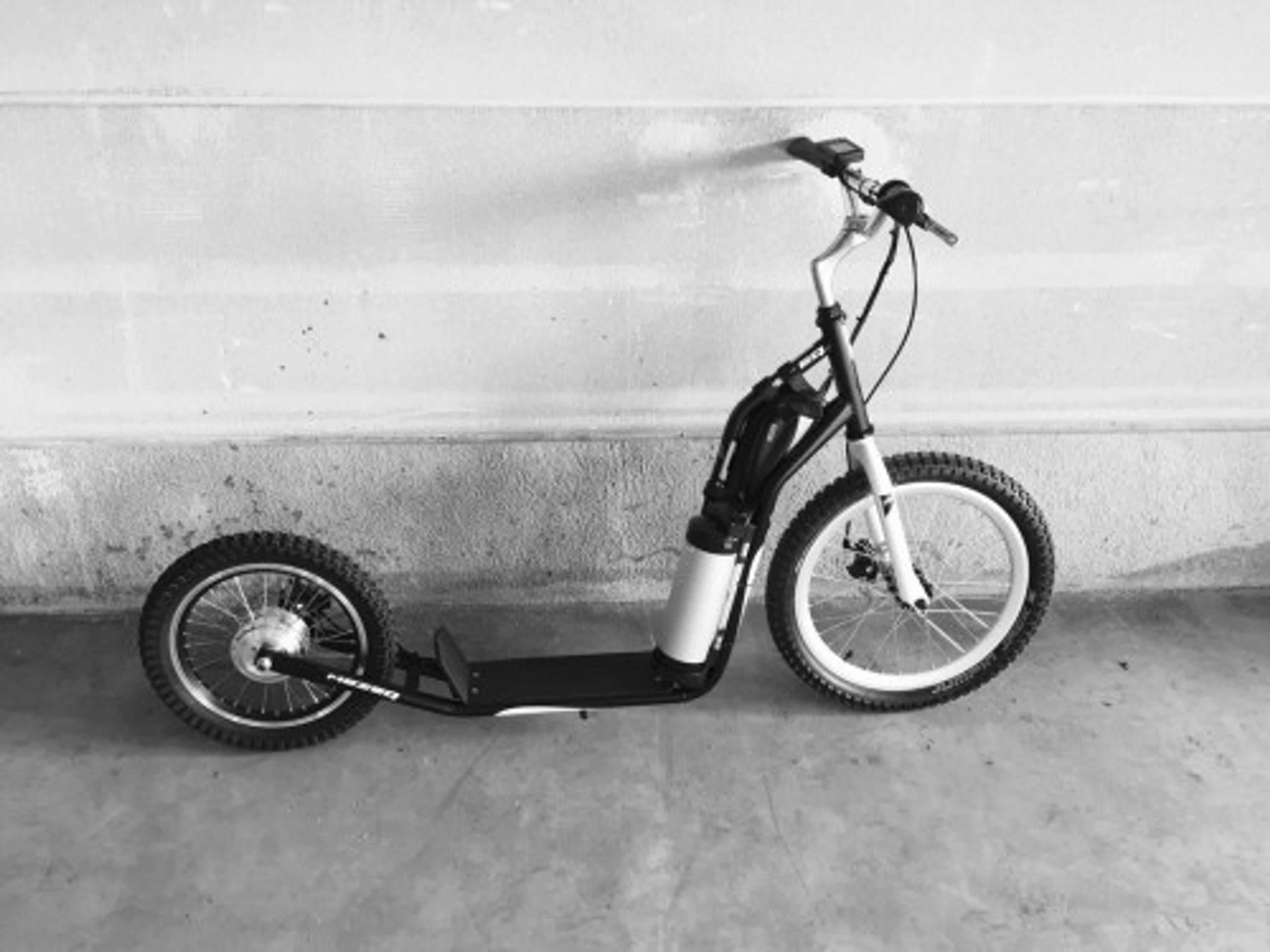 elektro scooter tretroller mezeq 20 16 disc brake black. Black Bedroom Furniture Sets. Home Design Ideas