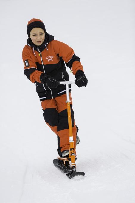 Stiga Snow Kick Free Orange Ski Scooter – Bild 2