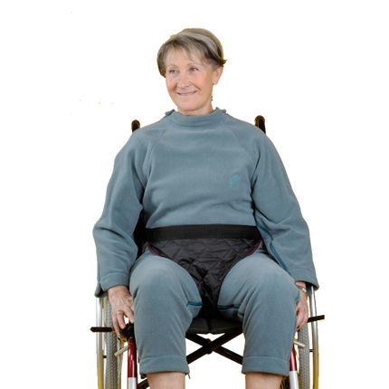 Beckenfixierhose Auxilia verhindert das Vorwärtsrutschen im Rollstuhl