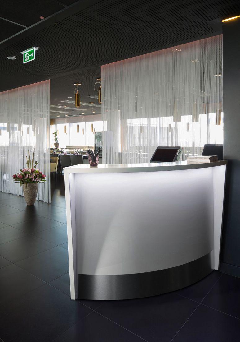 Tresen Counter 60° Edge LED