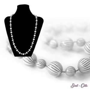 1 hübsche Perlenkette Kette schwarz weiss Streifen – Bild 1