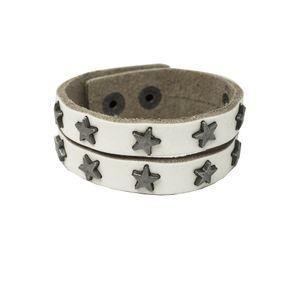 Ein trendiges Armband mit Druckverschluss Leder schwarz weiss braun Sterne Nieten – Bild 4