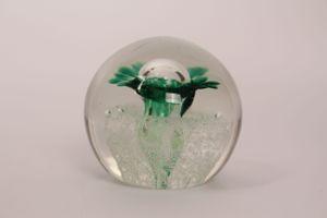 Briefbeschwerer paperweight Lauscha Glas farblos Kugel Luftblasen Blume Sammler