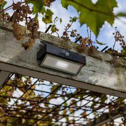 LED Solar Wandleuchte ARROW 2.3W 180lm Kaltweiss mit Bewegungsmelder IP44