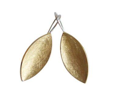 GEMSHINE Damenohrringe in hochwertiger Mattverarbeitung, massiv 925 Silber vergoldet. Marquise Designer Ohrhänger. Made in Madrid / Spanien. Im eleganten Schmucketui mit Geschenkverpackung geliefert.