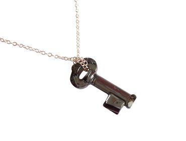 Gemshine - Damen - Halskette - Anhänger - SCHLÜSSEL - Crystal Schwarz - 925 Silber - MADE WITH SWAROVSKI ELEMENTS® - 45 cm