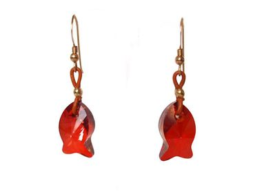 Gemshine - Damen - Ohrringe - Fisch - *Red Magma* - Rot - Vergoldet - MADE WITH SWAROVSKI ELEMENTS® - 2 cm