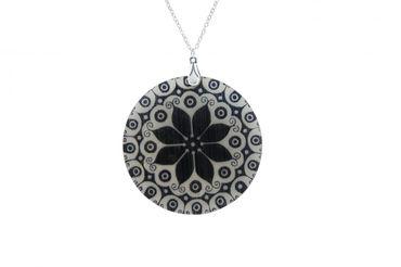Gemshine - Damen - Halskette - Anhänger - Medaillon - Perlmutt -FLOWER - 925 Silber - Schwarz - 5 cm