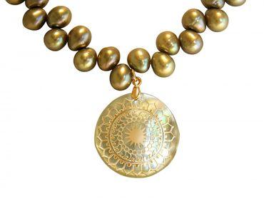 Gemshine - Damen - Halskette - Anhänger - Medaillon - Perlen - Perlmutt - Vergoldet - Bronze - 3 cm