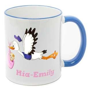 Tasse mit Namen Geburt Storch fliegend Mädchen 300 ml 12 Farben zur Wahl spülmaschinenfest