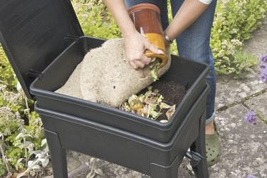WURMFARM WURMKOMPOSTER WURMKISTE WORMCAFÉ von NATURSACHE - Komposter aus recyceltem Plastik - Wurmfarm für Küche, Balkon und Garten - ohne KOMPOSTWÜRMER & Zubehör – Bild 6