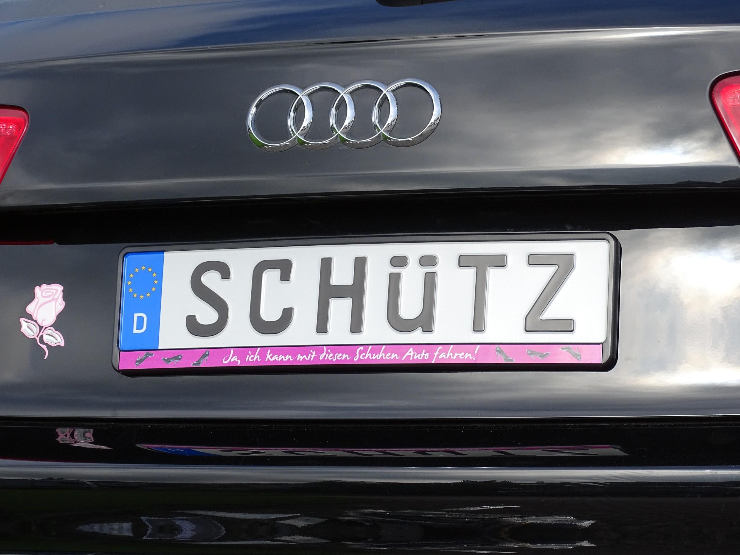 Cadre pour plaque d'immatriculation design Ja ich kann mit diesen Schuhen Auto fahren! 1 pièce – Bild 2