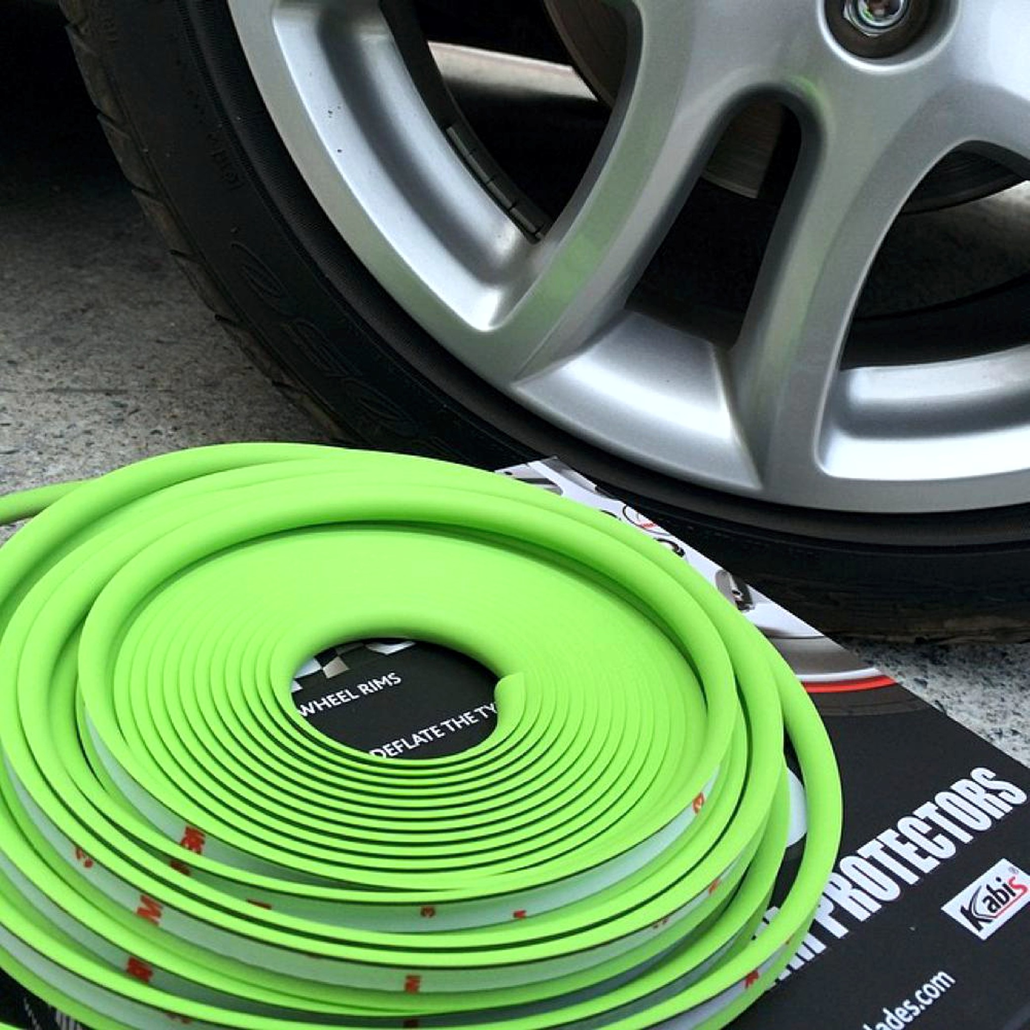Rimblades with 3M glue - colour: silver - Premium rim protection and styling for alloy wheel rims up to 22'' – Bild 5