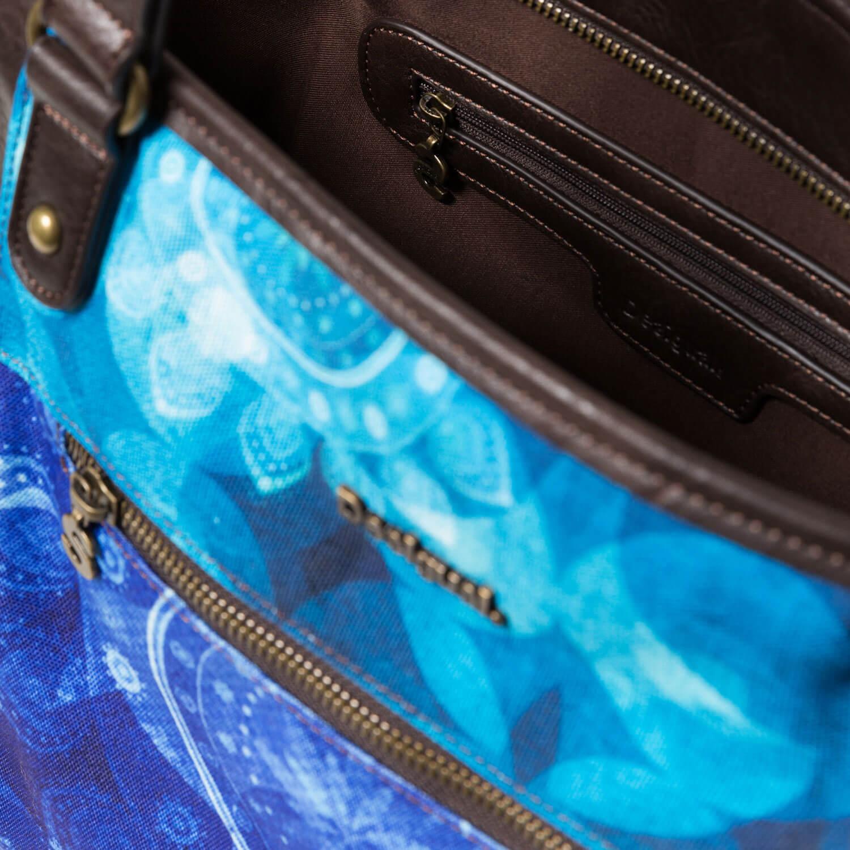 3f1c9adc84666 Schließen Weiter Zurück. Details. Diese wunderschöne Tasche von Desigual  kombiniert einen galaktischen Print ...