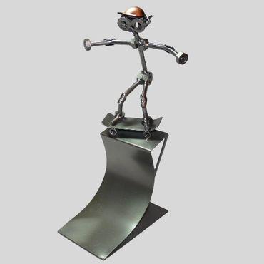 SCHRAUBENMÄNNCHEN Skateboarder in der Pipe – Bild 1