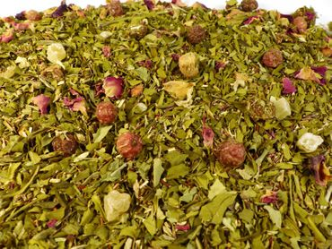 Lieblicher Erdbeertraum Grüner Tee mit Moringa Naturideen® 100g – Bild 1