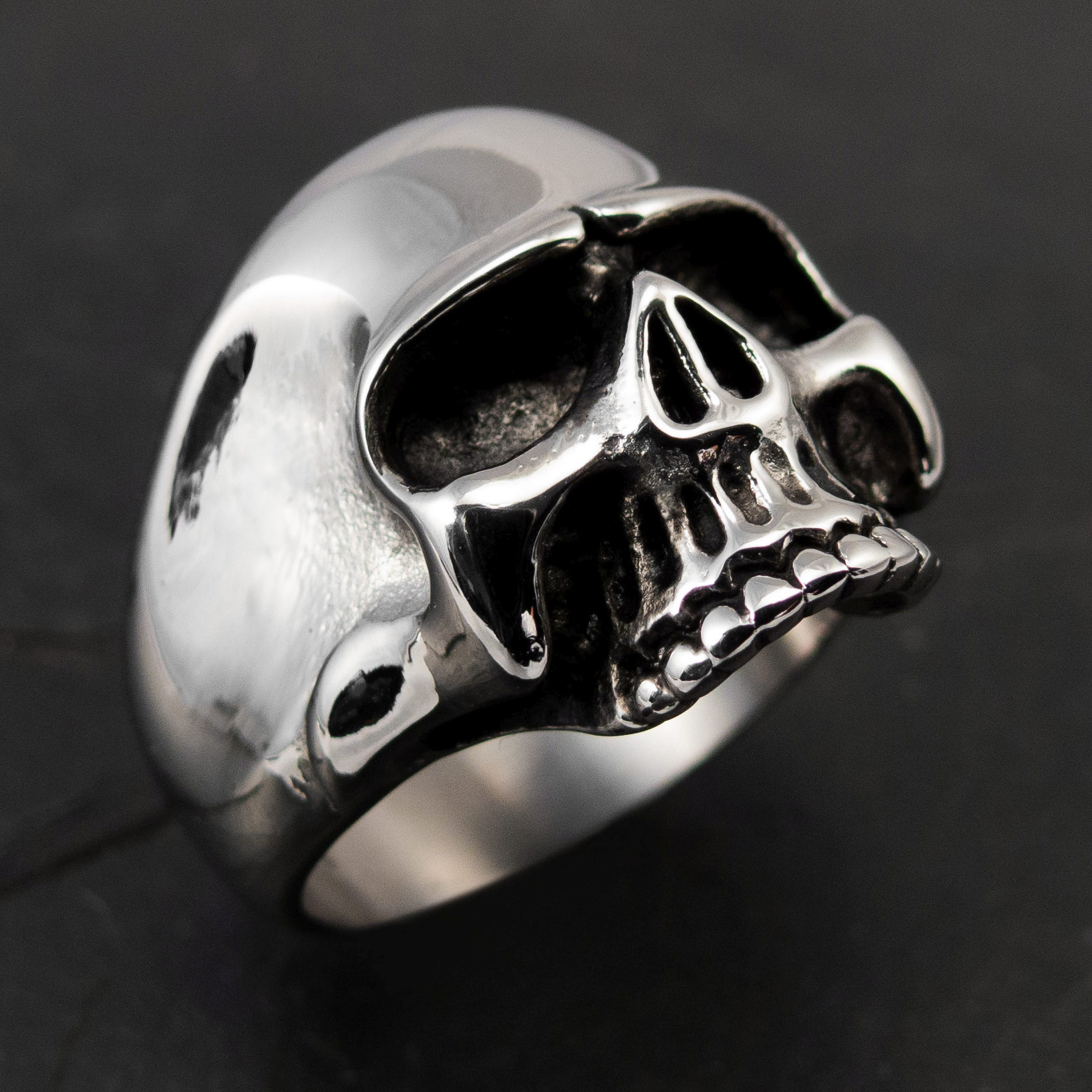 Classic Keith Richards Skull Ring made of 316L Stainless Steel